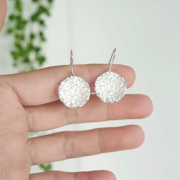 Prunus small earrings. Fine golded bronze.