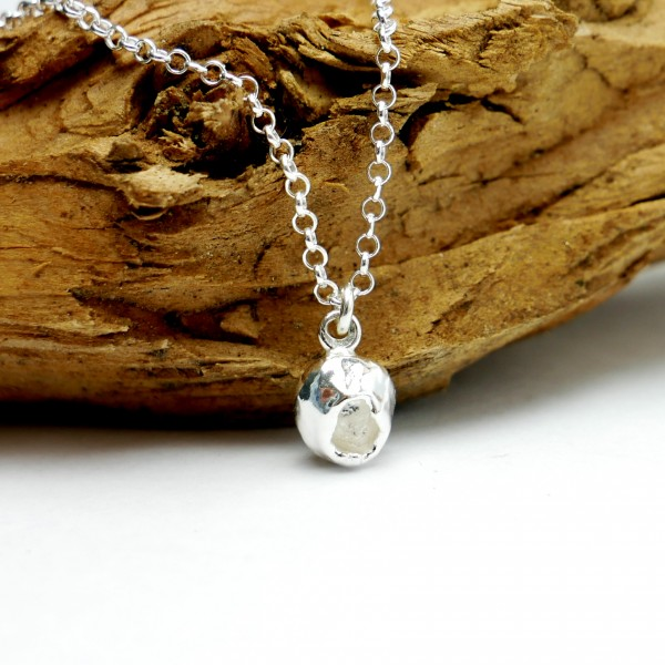 Sautoir Libellules pièce unique en argent massif, perles de cristal et résine violette