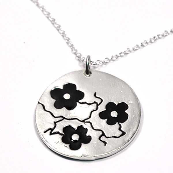 Schwarze Kirschblumen Kette. Sterling Silber.  Kirschblumen 85,00€