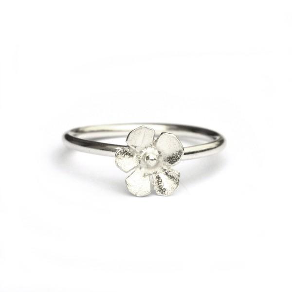 Small Sakura flower sterling silver ring Sakura 35,00€