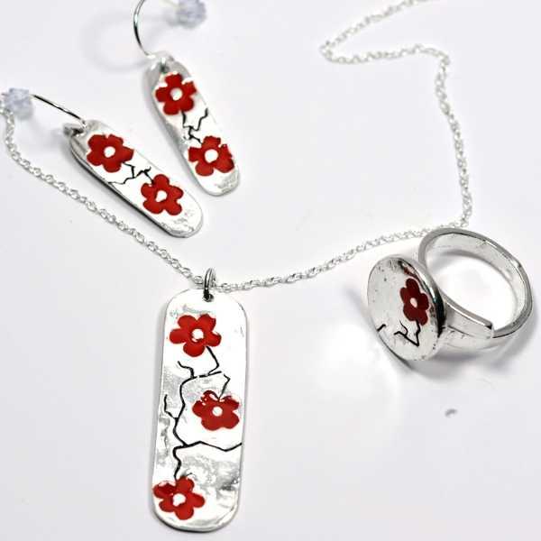 Bracelet rond Fleurs de Cerisier en argent massif et résine rouge  Fleurs de Cerisier 65,00€