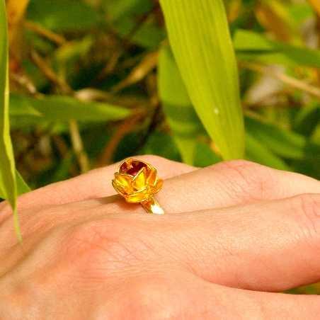 Petite bague rose dorée à l'or fin et perle de verre rouge grenat Rose 30,00€