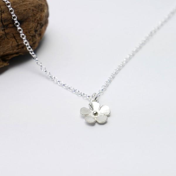 Petit pendentif fleur Sakura en argent 925/1000 Sakura 35,00€