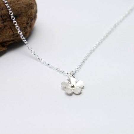 Small Sakura flower pendant in sterling silver Desiree Schmidt Paris Sakura 35,00€
