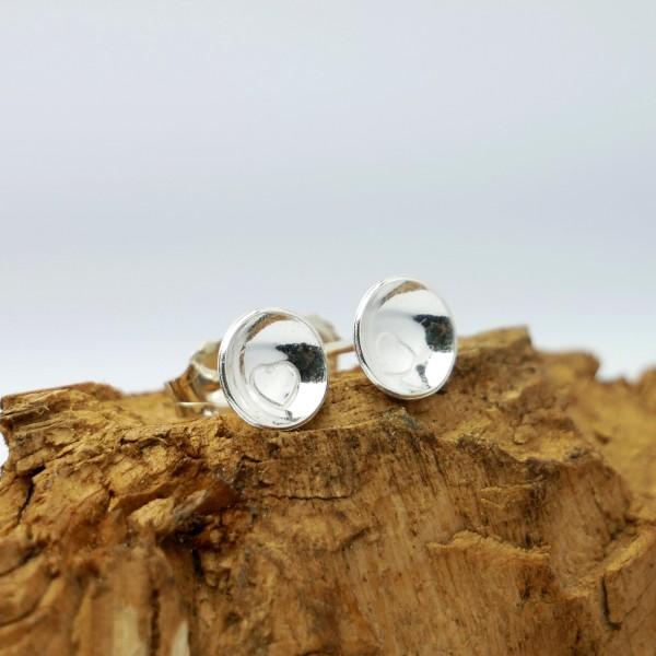 Petites boucles d'oreille puce coeur minimaliste en argent 925 MIN 25,00€