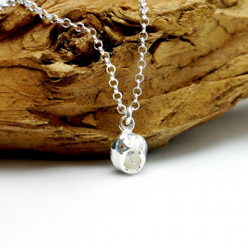 Sautoir Libellules pièce unique en argent massif, perles de cristal et résine violette Pieces uniques et series TRES limitees