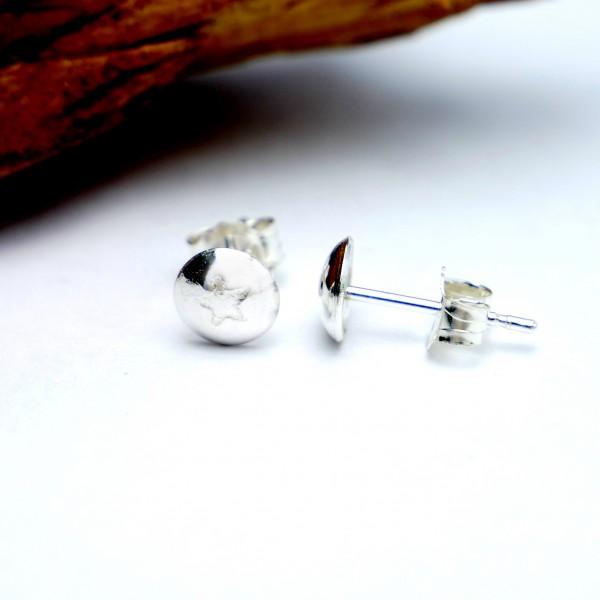 Petites boucles d'oreilles puce avec une étoile en argent 925 MIN 25,00€