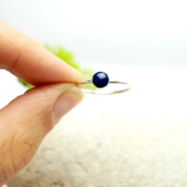 Little sterling silver ring with dark blue resin  NIJI 25,00€