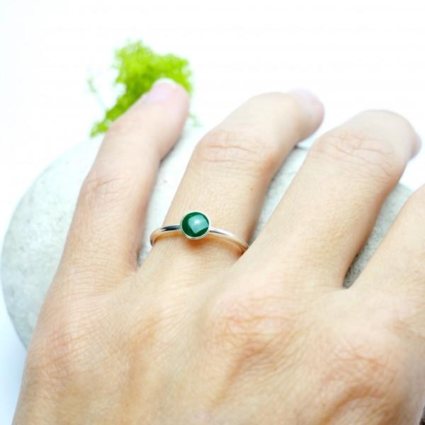 Petite bague vert sapin en argent 925 collection Niji  NIJI 25,00€