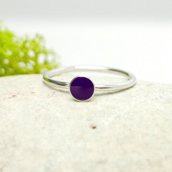 Minimalistischer kleiner Sterling Silber Ring mit violettes Harz  NIJI 25,00€