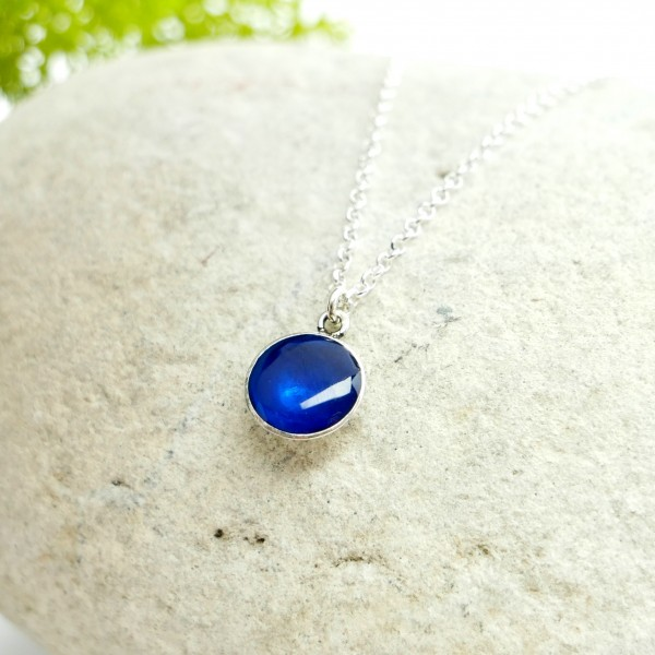 Pendentif minimaliste en argent 925 et résine bleue azure  NIJI 27,00€