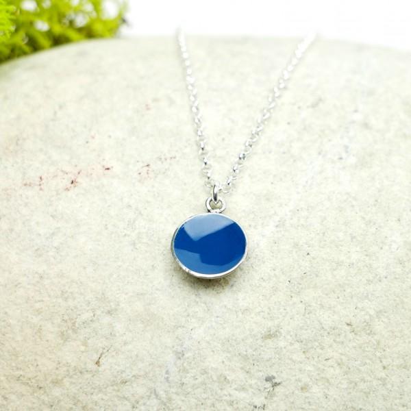 Pendentif minimaliste en argent 925 et résine bleue pervenche Desiree Schmidt Paris NIJI 27,00€