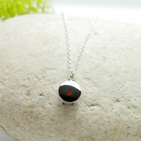 Sterling silver minimalist garnet red pendent with chain NIJI 27,00€