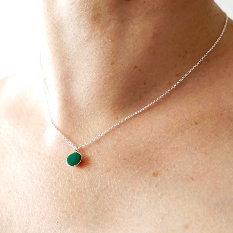 Pendentif minimaliste en argent 925 et résine vert forêt opaque Desiree Schmidt Paris NIJI 27,00€