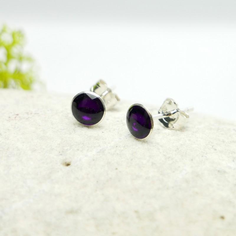 Sterling silver minimalist earrings with dark violet resin NIJI 25,00€