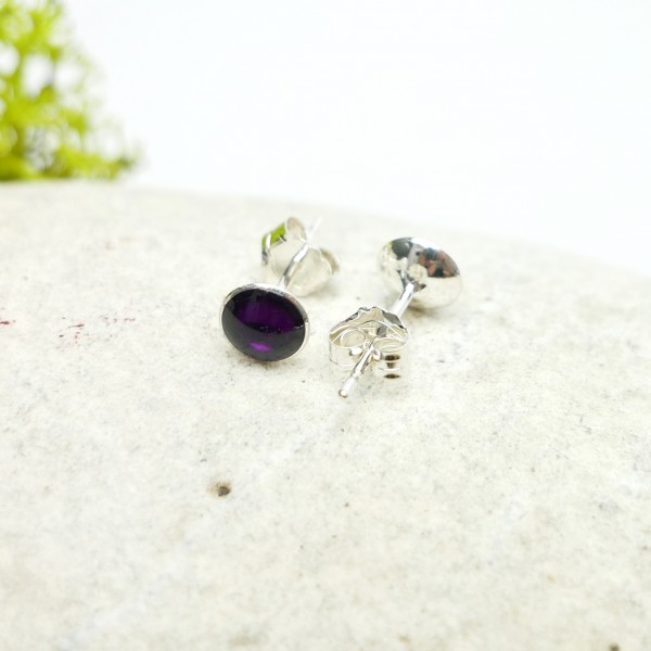 Sterling silver minimalist earrings with dark violet resin  NIJI 25,00 €