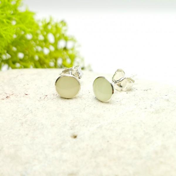 Minimalistische kleine Sterling Silber Ohrringe mit Phosphoreszentes Harz  NIJI 25,00€