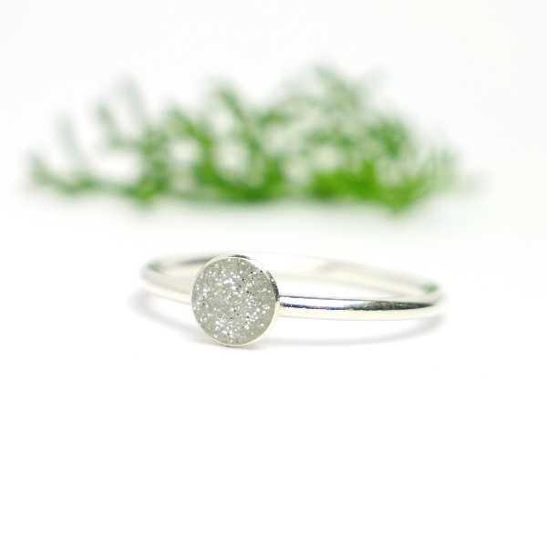 Minimalistischer kleiner Sterling Silber Ring Mit Pailletten besetztes silbernes Harz  NIJI 25,00€