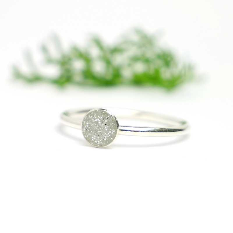 Little sterling silver ring with silver sequined resin  NIJI 25,00 €