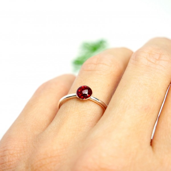 Little sterling silver ring with garnet red sequined resin  NIJI 25,00 €