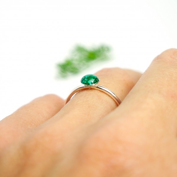 Little sterling silver ring with emerald green sequined resin NIJI 25,00 €