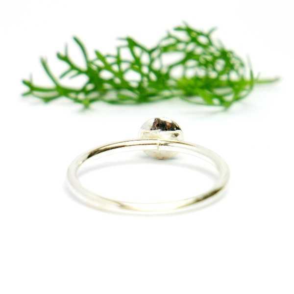 Minimalistischer kleiner Sterling Silber Ring Mit Pailletten besetztes Smaragdgrünes Harz  NIJI 25,00€