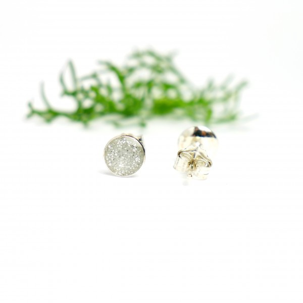 Sterling silver minimalist earrings with sequined silver resin NIJI 25,00€