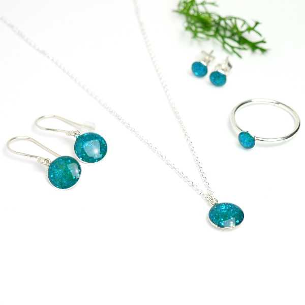 Sterling silver minimalist earrings with sequined blue resin NIJI 25,00€