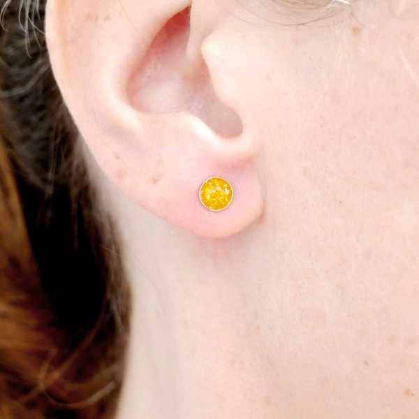 Sterling silver minimalist earrings with sequined amber yellow resin NIJI 25,00 €