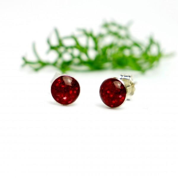 Petites boucles d'oreilles puces en argent 925 et résine rouge grenat pailleté collection Niji  NIJI 25,00€