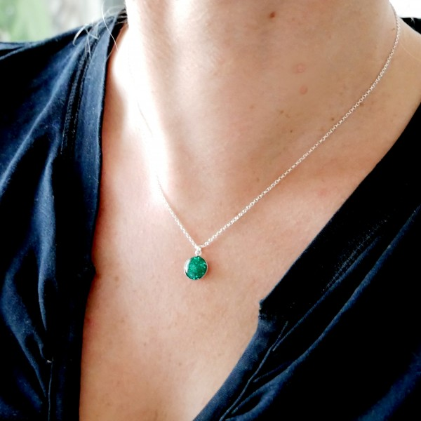 Sterling silver sequined emerald green pendent with chain NIJI 27,00€