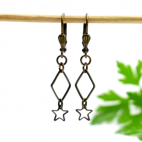 Aged bronze pendant earrings with a red glass bead Earrings 15,00€