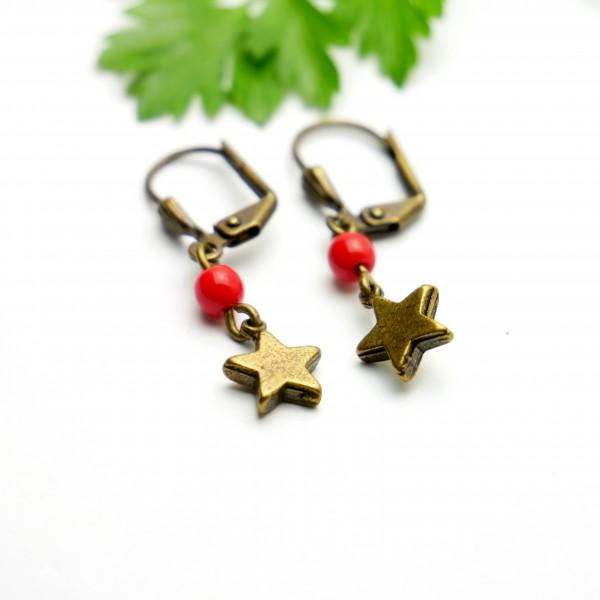 Lange Ohrringe mit rote Glassperle aus gealteter Bronze  Basic 15,00€