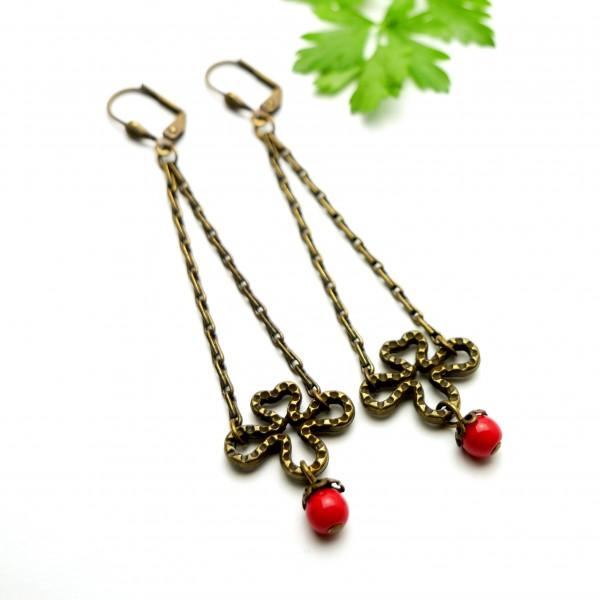 Lange Ohrringe mit rote Glassperle aus gealteter Bronze  Basic 27,00€