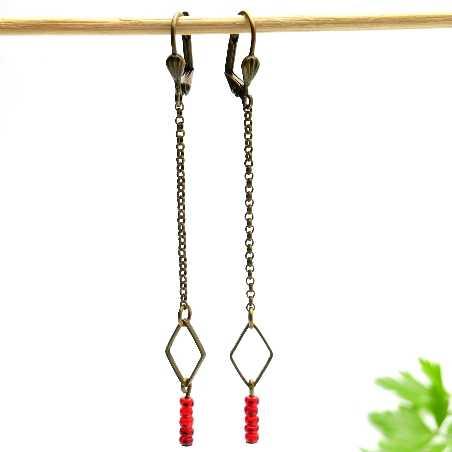 Lange Ohrringe mit rote Glasperlen aus gealteter Bronze  Basic 25,00€