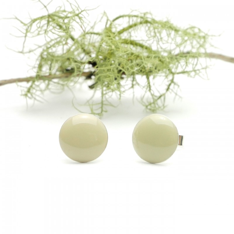 Sterling silver minimalist earrings with cream resin NIJI 30,00 €