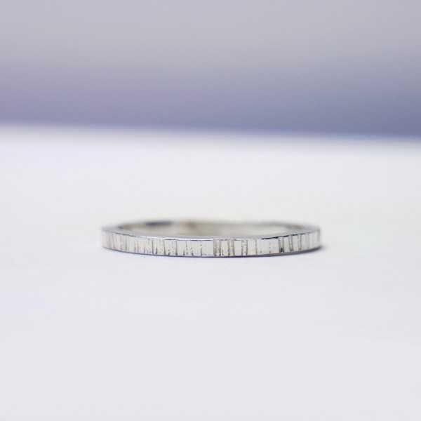 Minimalist sterling silver ring  Home 27,00€