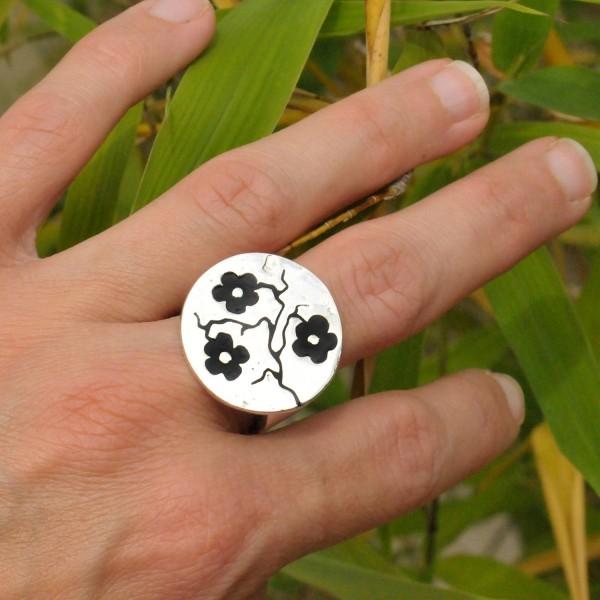 Bague ajustable Fleurs de Cerisiers noires en argent massif Fleurs de Cerisier 107,00€