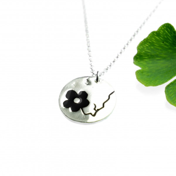 Cherry Blossom small round necklace. Sterling silver and resin. Cherry Blossom 57,00 €
