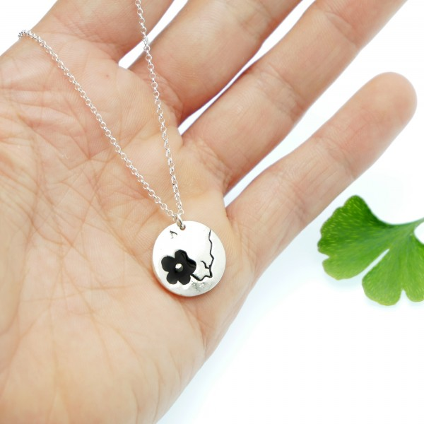 Cherry Blossom small round necklace. Sterling silver and black resin. Desiree Schmidt Paris Cherry Blossom 57,00€