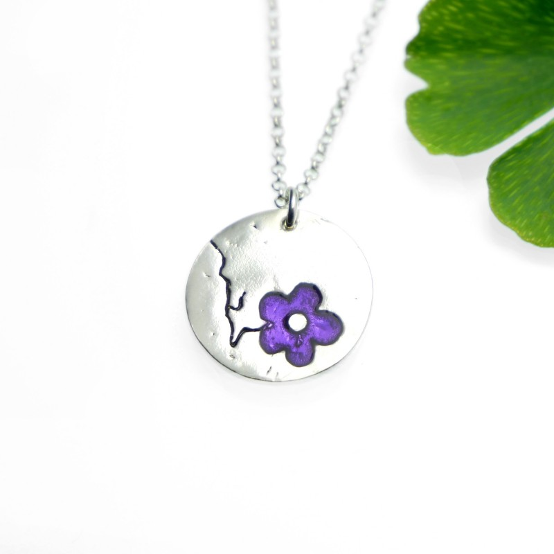 Cherry Blossom round necklace. Sterling silver and purple resin. Desiree Schmidt Paris Cherry Blossom 57,00 €