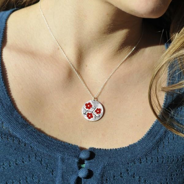 Collier rond Fleur de Cerisier en argent massif et resine rouge Desiree Schmidt Paris Fleurs de Cerisier 77,00€
