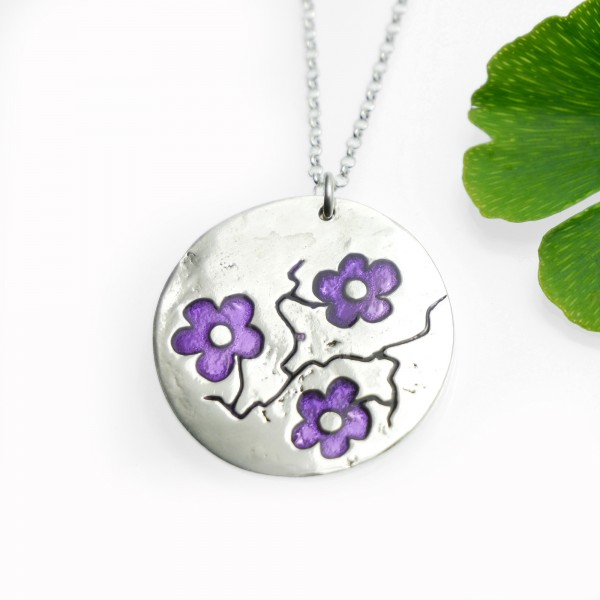 Cherry Blossom round necklace. Sterling silver and violet resin. Cherry Blossom 77,00 €