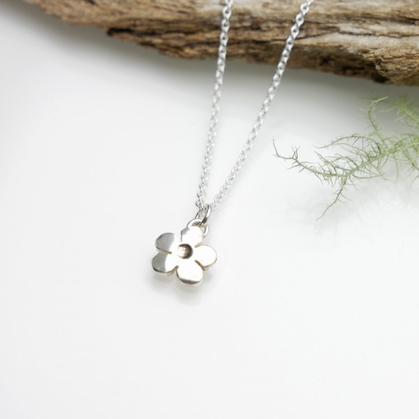 Minimalist Prunus flower necklace in sterling silver 925/1000 Floral and plant necklaces 35,00€
