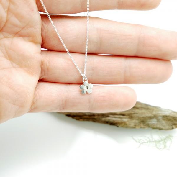 Fine Sakura flower necklace in sterling silver 925 made in France Desiree Schmidt Paris Prunus 35,00€