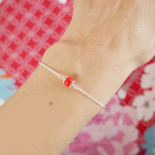 Bracelet perle de verre rouge coquelicot, réglable et minimaliste en argent massif 925/1000 Accueil 23,00€