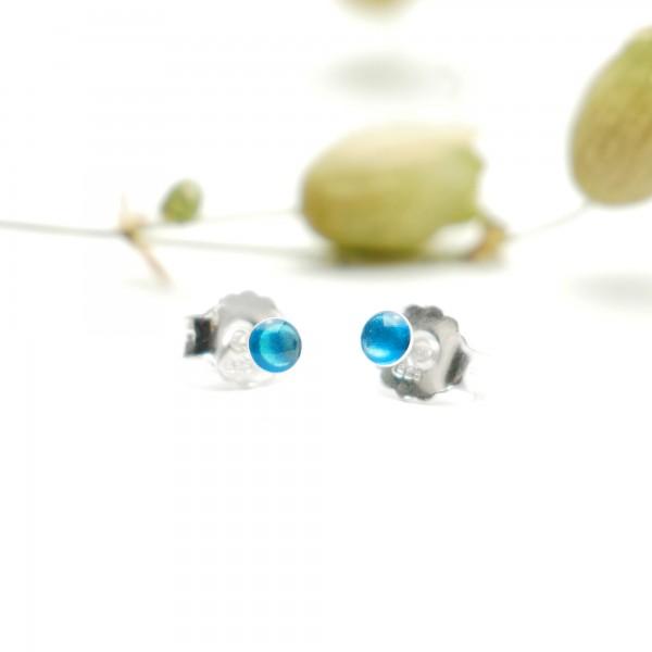 Boucles d'oreilles puces en argent massif 925/1000 et résine bleu azur collection Niji NIJI 17,00€