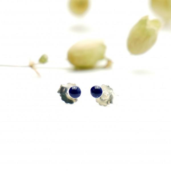Boucles d'oreilles puces en argent massif 925/1000 et résine bleu marine collection Niji NIJI 17,00€