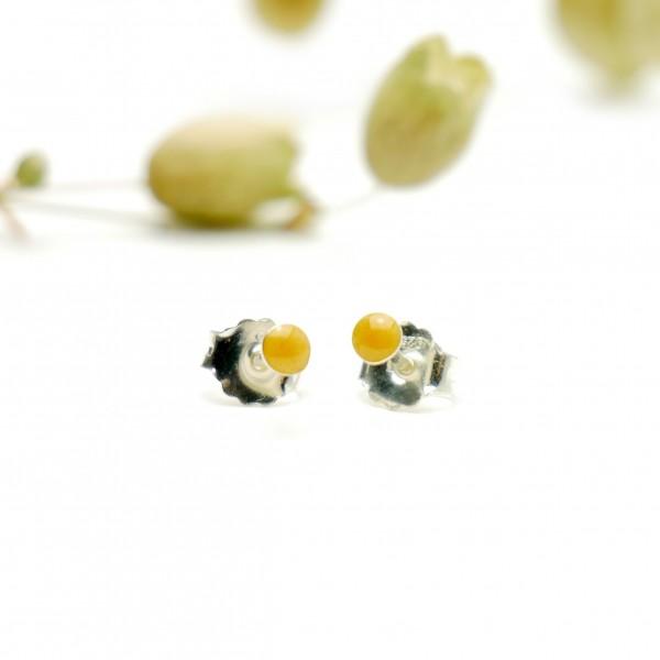 Boucles d'oreilles puces en argent massif 925/1000 et résine jaune d'or nacré collection Niji NIJI 17,00€