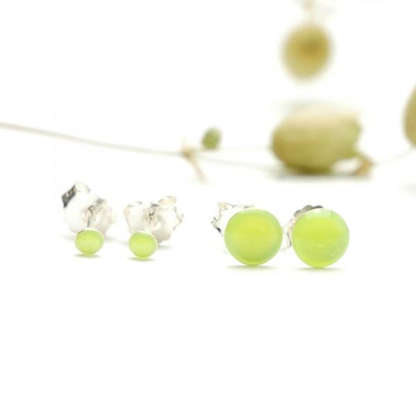 Sterling silver minimalist earrings with fluorescent yellow resin NIJI 17,00€